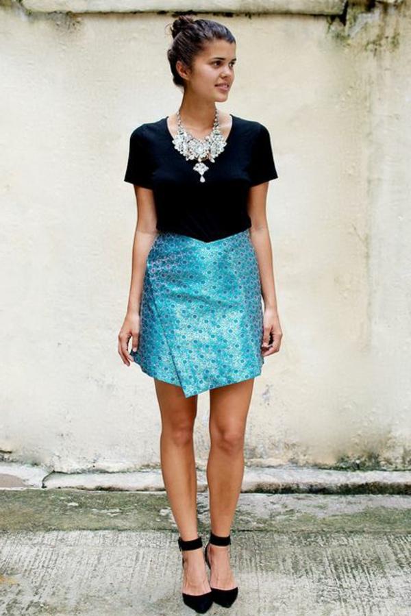 jupe-portefeuille-satinée-bleue