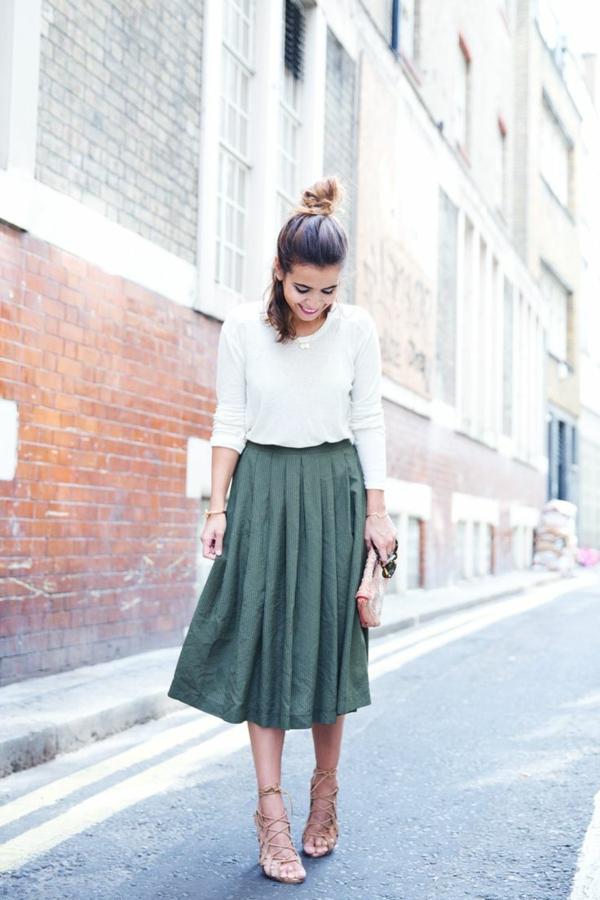 jupe-trapèze-verte-sandales-femme-mode-jupe-longue-sac-bandoulière