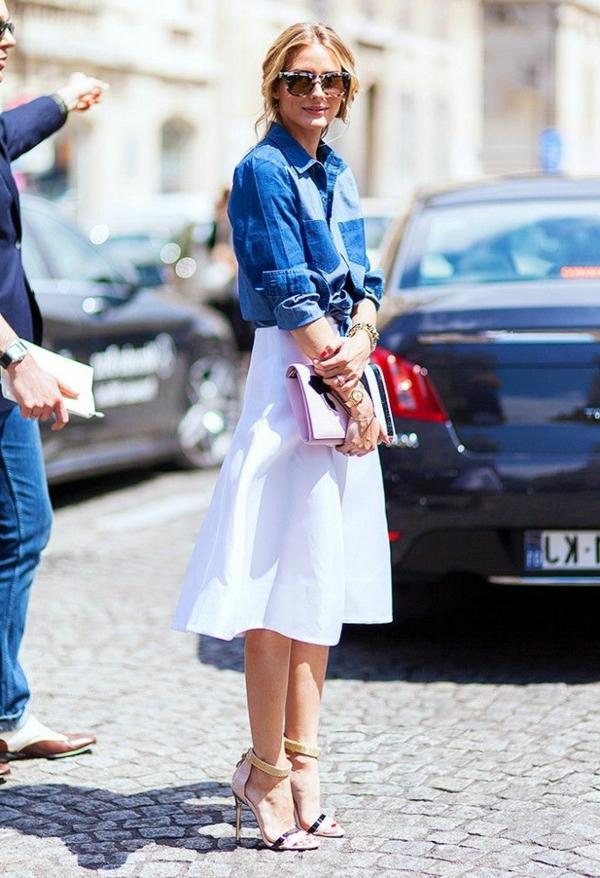 jupe-trapeze-mi-longue-blanche-femme-mode-rue-jupe-blanche-chemise-denim