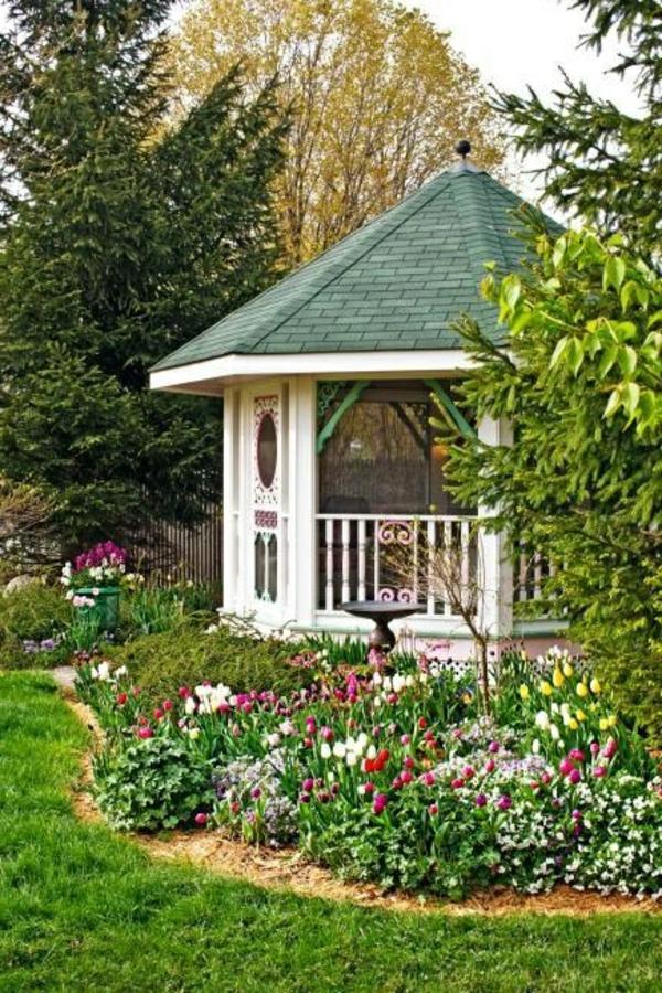 kiosque-jardin-fleurs-pelouse-vert-arbres-arbres