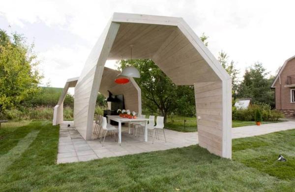 kiosque-moderne-tables-chaises-de-jardin-pelouse-verte-maison-cour