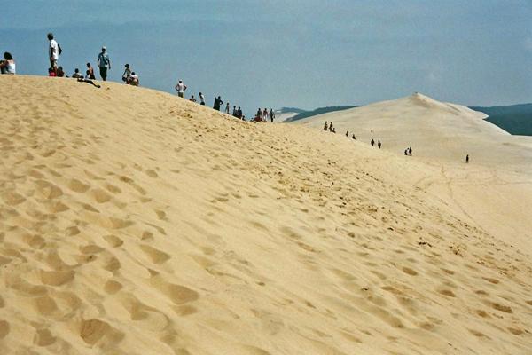 la-dune-du-pilat-la-longue-promenade-le-long-de-la-dune