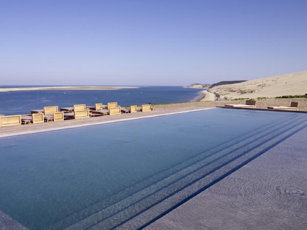 la-dune-du-pilat-l'hôtel-désigné-de-Philippe-Starck