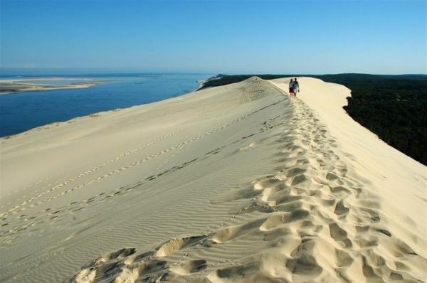 la-dune-du-pilat-marchers-sur-la-crête-de-la-dune
