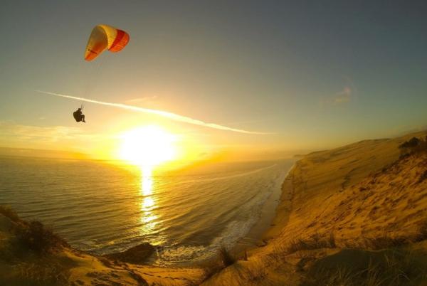 la-dune-du-pilat-parapente-au-dessus-de-la-grande-dune