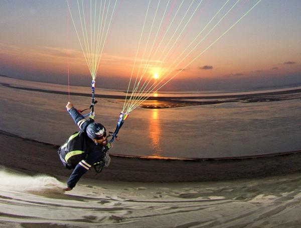 la-dune-du-pilat-voler-au-dessus-de-l'eau
