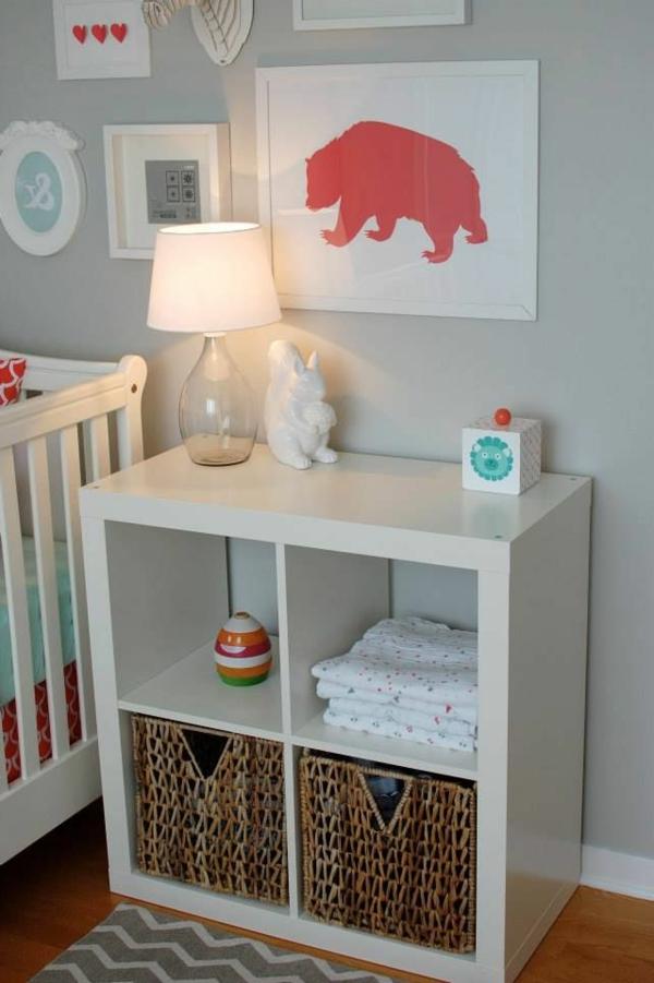 lampe-de-chevet-chambre-bébé-peintures-murales