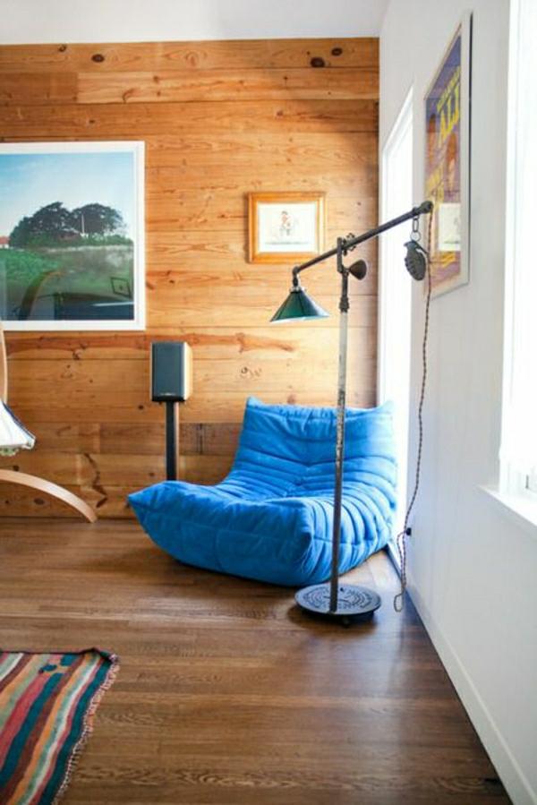 lampe-de-lecture-canapé-bleu-sol-en-bois-fenetre-peintures-murales-fenetre-grande