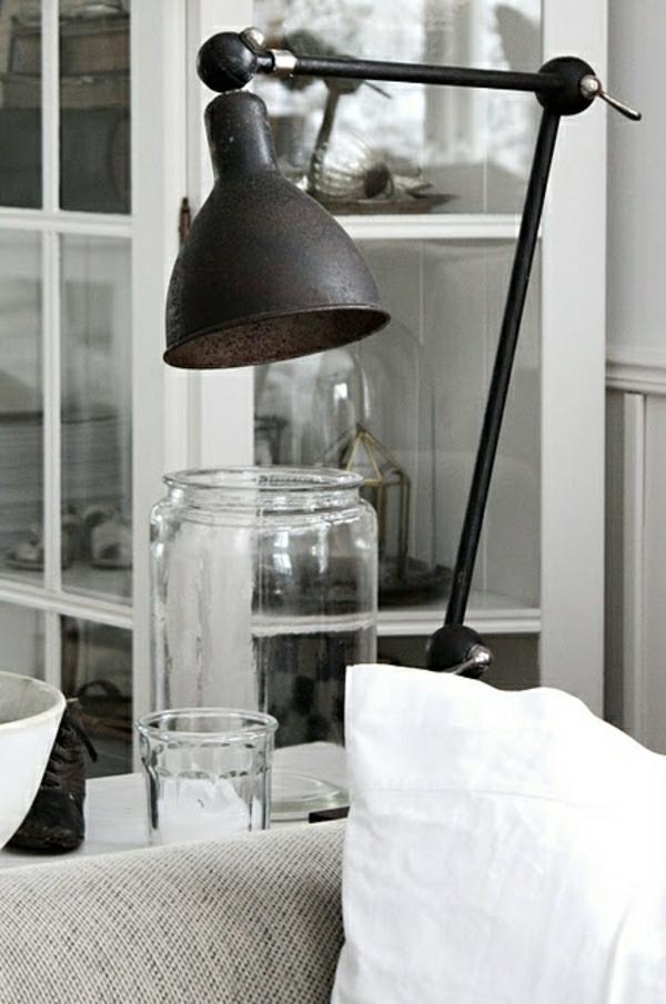 lampe-de-lecture-en-fer-salon-canapé-beige-fenetre-lumière