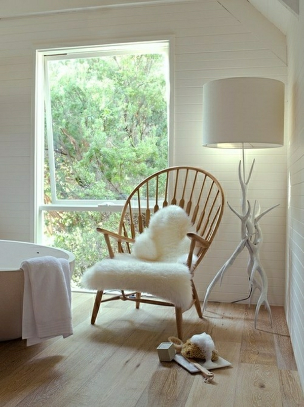 lampe-de-lecture-en-os-blanc-sol-en-lin-chaise-en-bois