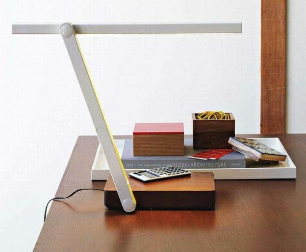 lampe-de-lecture-insolite-modele-élégant-blanc-bois-bureau-de-travail