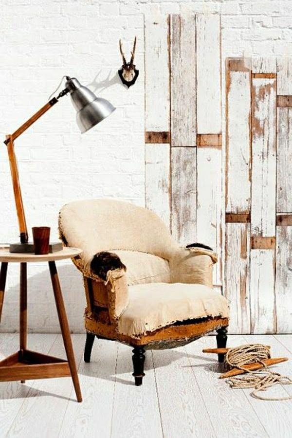 lampe-de-lecture-sol-plancher-mur-en-bois-briques-meubles-en-bois