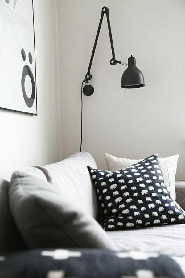 lampe-liseuse-a-poser-en-fer-noir-meubles-noirs-blancs-coussins-blanc-noir