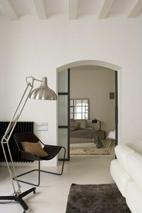 lampe-pour-lecture-en-fer-sol-en-lin-gris-tapis-marron
