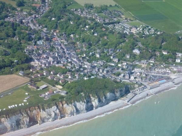 le-cote-de-Veules-le-vert-maisons-pierre-vue-panorama-de-haute