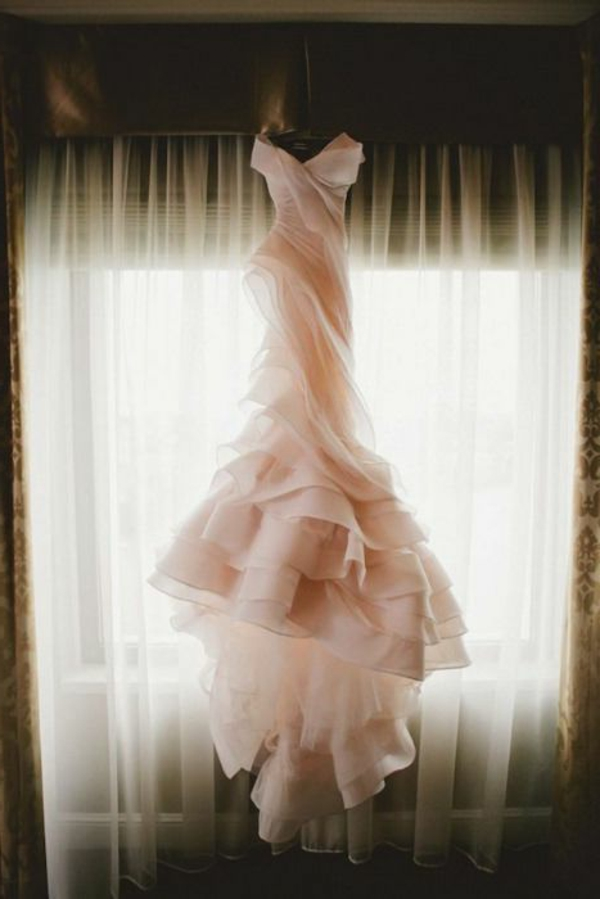 le-jour-du-mariage-avec-une-robe-rose-adulte-gracia