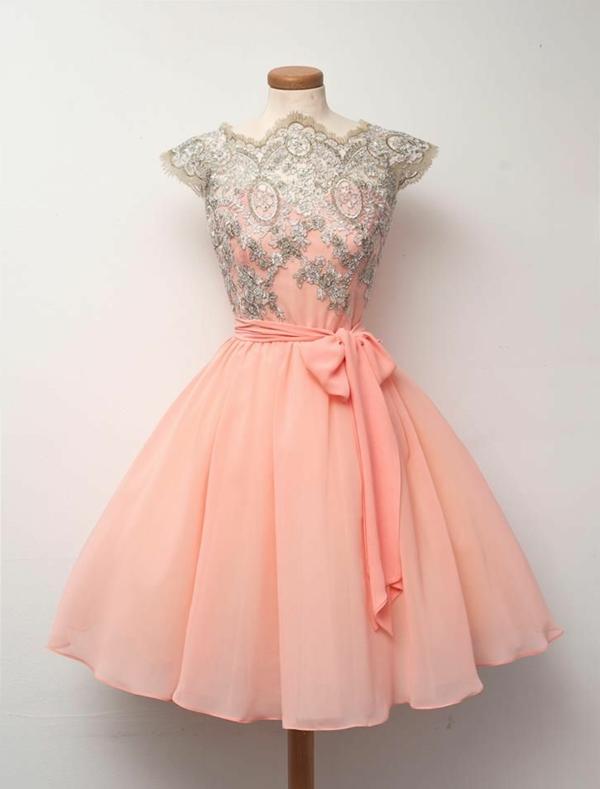 le-jour-du-mariage-avec-une-robe-rose-courte