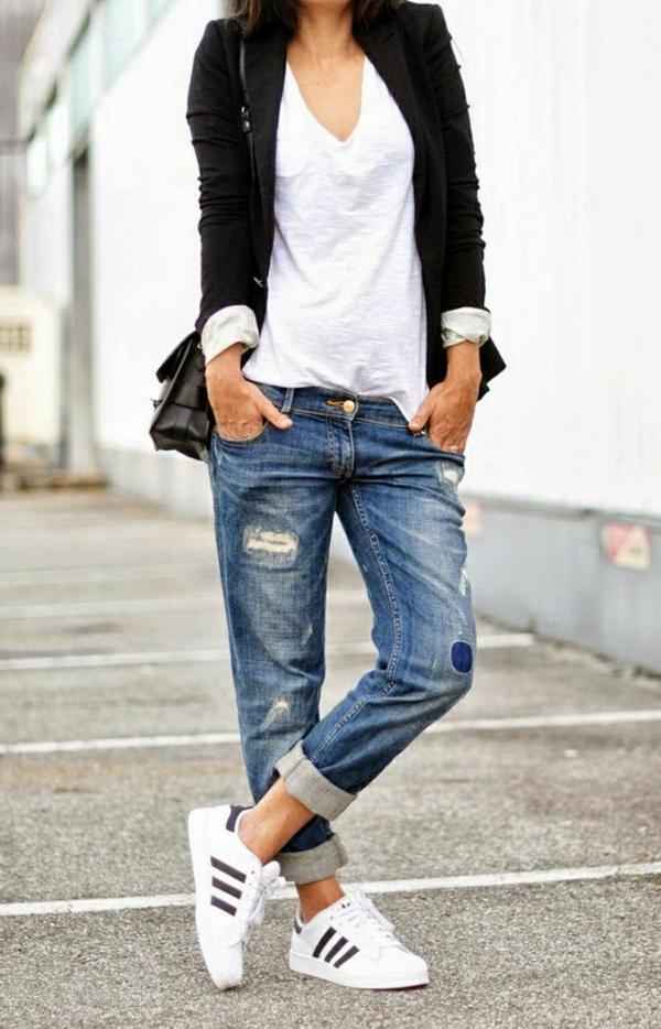 le-style-casuel-boyfriend-jean-confortable-baskets-adidas