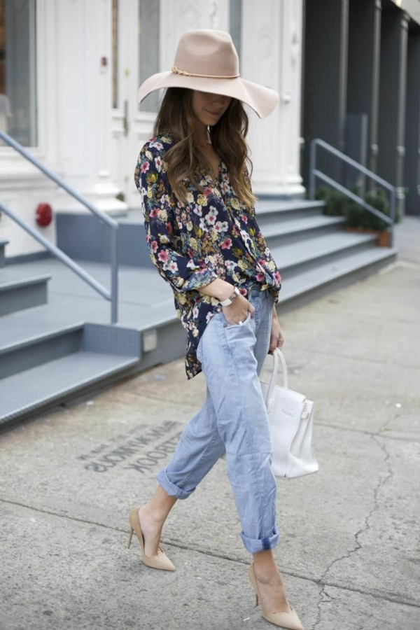 le-tenue-casuel-avec-les-jeans-bf-chaussures-à-talon