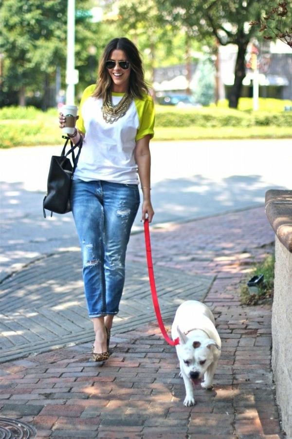 le-tenue-casuel-avec-les-jeans-bf-chien