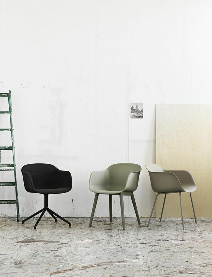 les-chaises-plastiques-noir-gris-deco-moderne-meubles-industriels