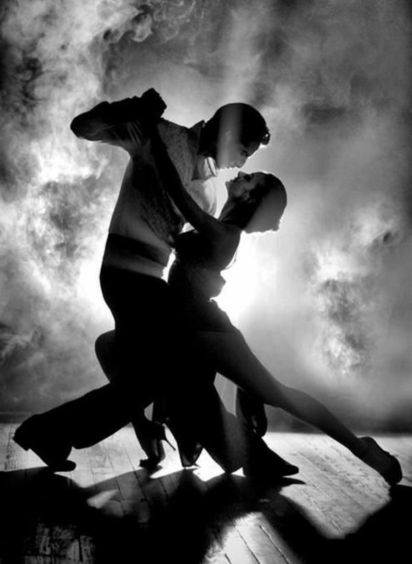 les-danseurs-tango-valse-photographie-noir-et-blanc-couple