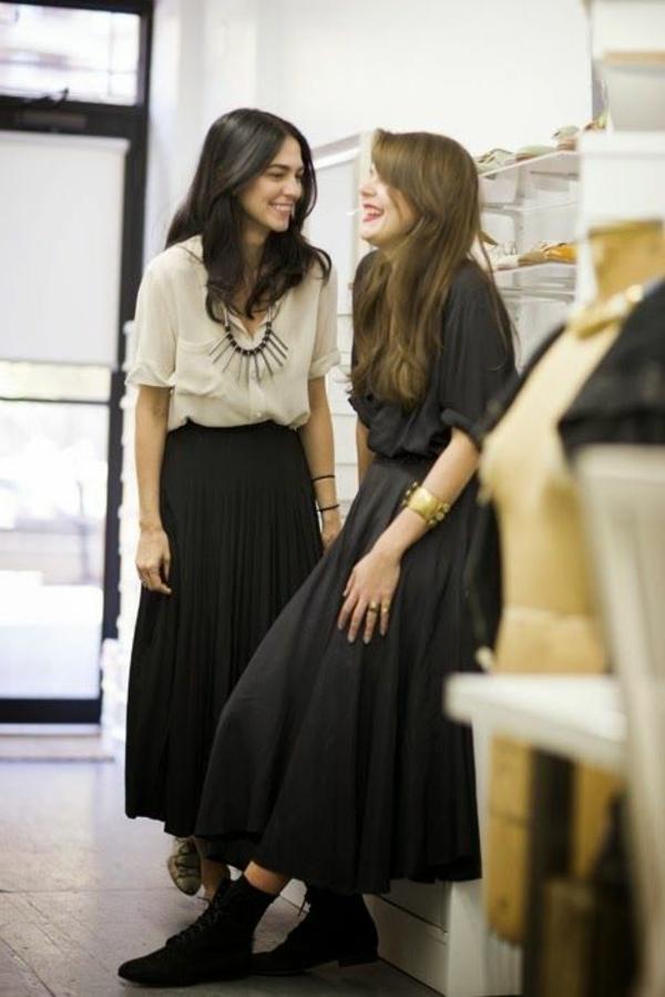 les-jupes-mi-longues-noires-filles-modernes-sourure-mode