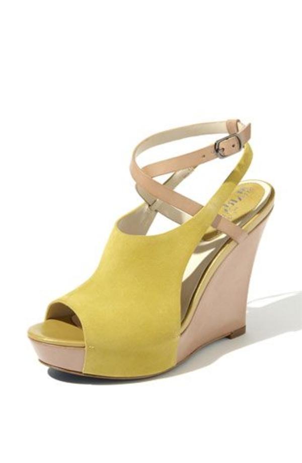 les-sandales-compensées-jaune-beige-mode-femme