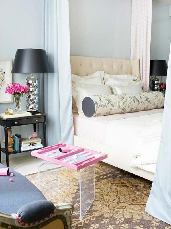 lit-blanc-lampe-de-chevet-gris-ambiance-cocooning-deco-cocooning-tapis-beige