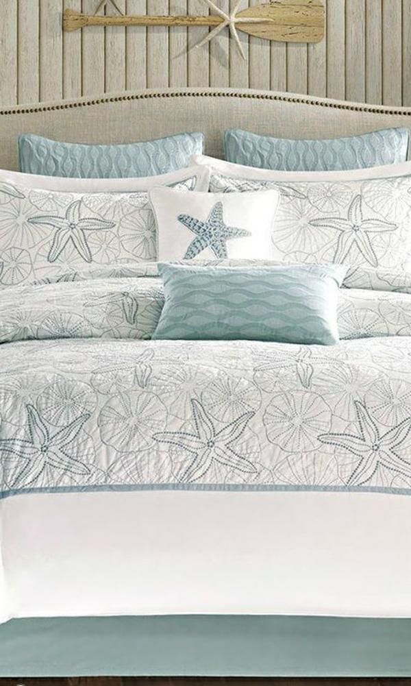lits-couvre-jeté-lit-coussins-pièce-à-coucher-bleu-mer
