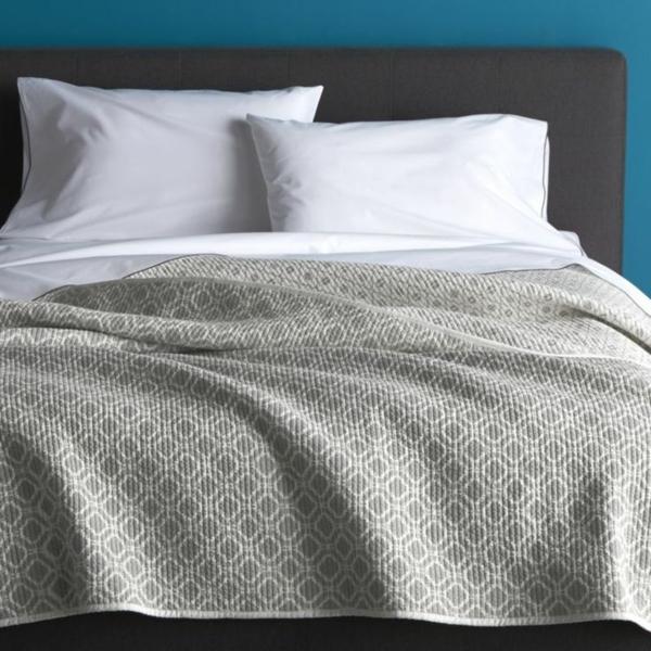 lits-couvre-jeté-lit-coussins-pièce-à-coucher-coussins