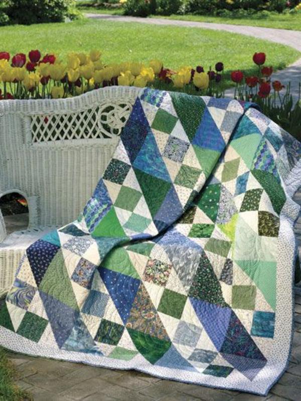 lits-couvre-jeté-lit-coussins-pièce-à-coucher-dans-le-jardin-tulips