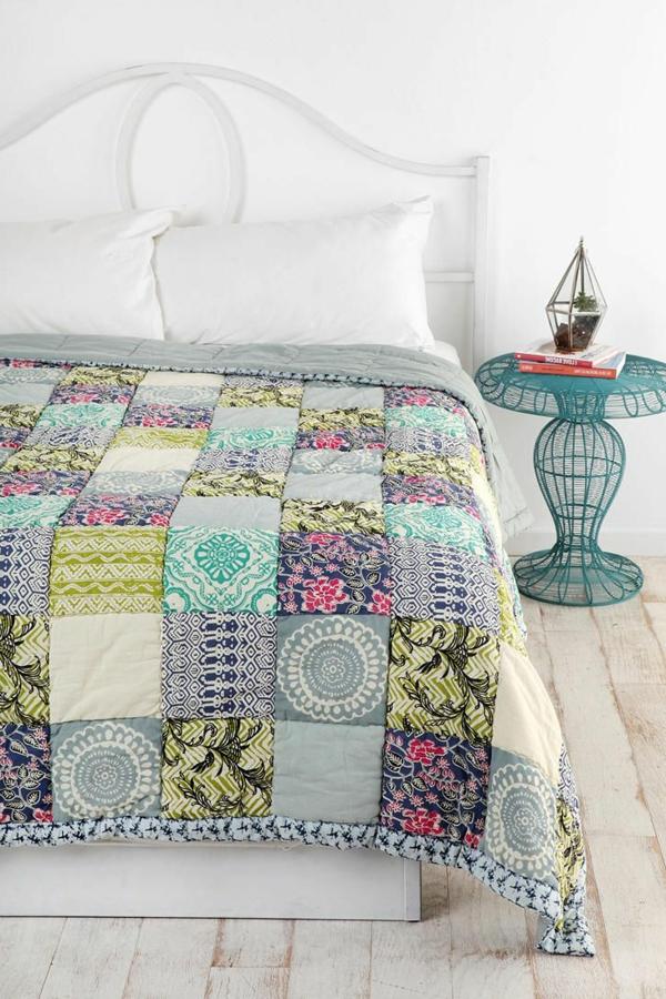 lits-couvre-jeté-lit-coussins-pièce-à-coucher-jolie