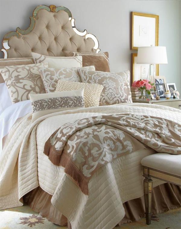 lits-couvre-jeté-lit-coussins-pièce-à-coucher