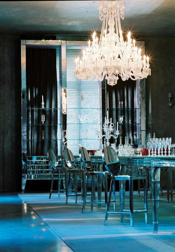 lustre-en-cristal-baccarat-chaises-starck