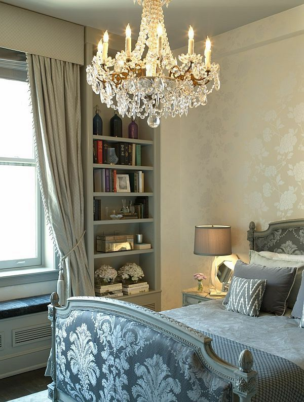lustre-en-cristal-dans-la-chambre-à-coucher-vintage