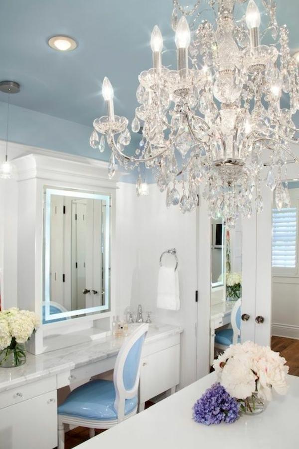 lustre-en-cristal-deux-tables-coiffeuses-en-marbre