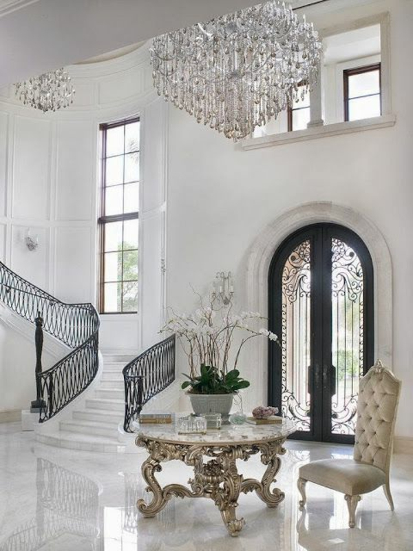 lustre-en-cristal-entrée-blanche-et-glamoureuse