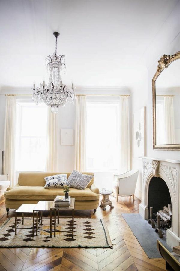lustre-en-cristal-et-séjour-vintage