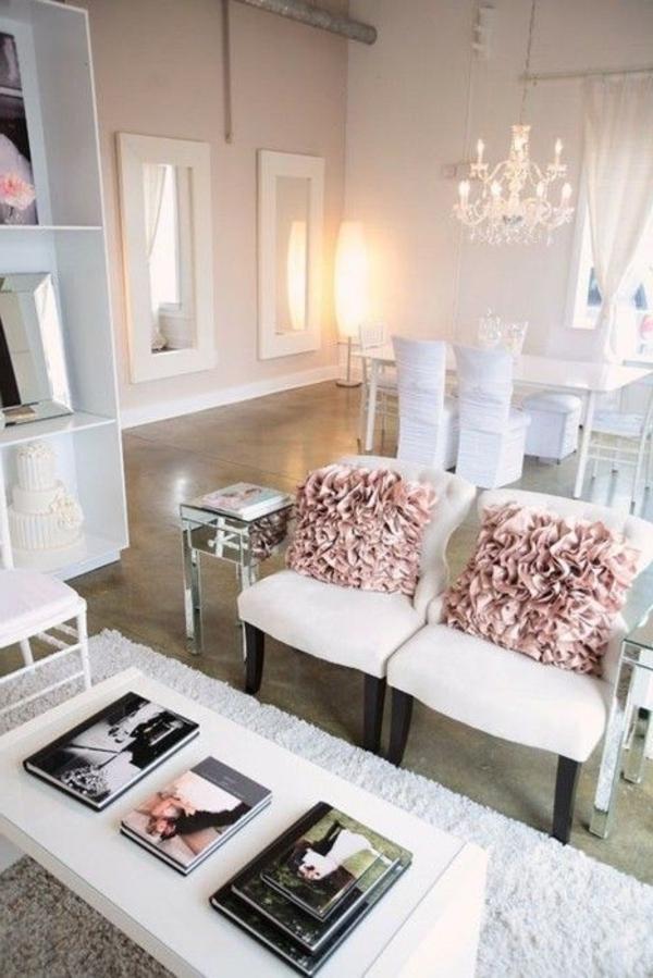 lustre-en-cristal-intérieur-en-rose-et-blanc