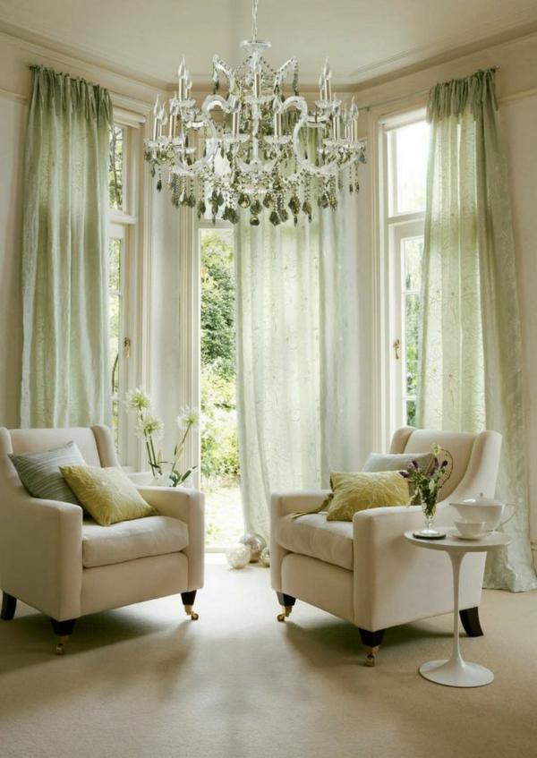lustre-en-cristal-salle-splendide-lumineuse