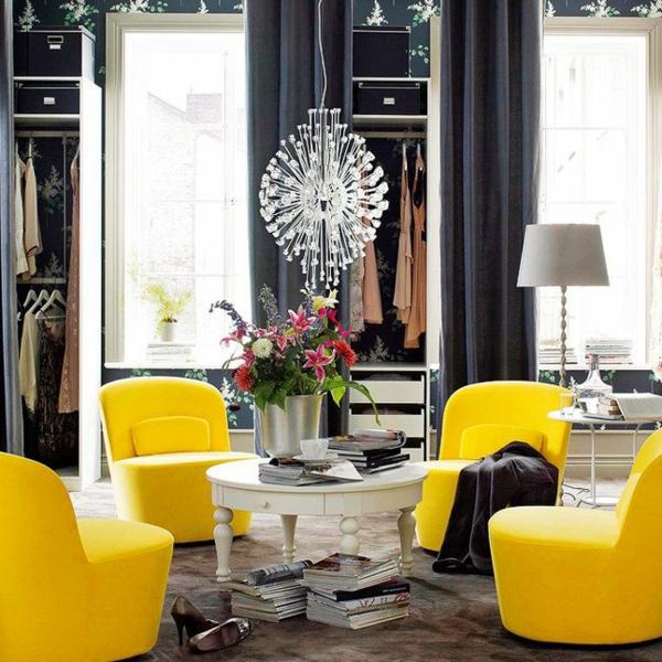 lustre-en-cristal-sofas-jaunes