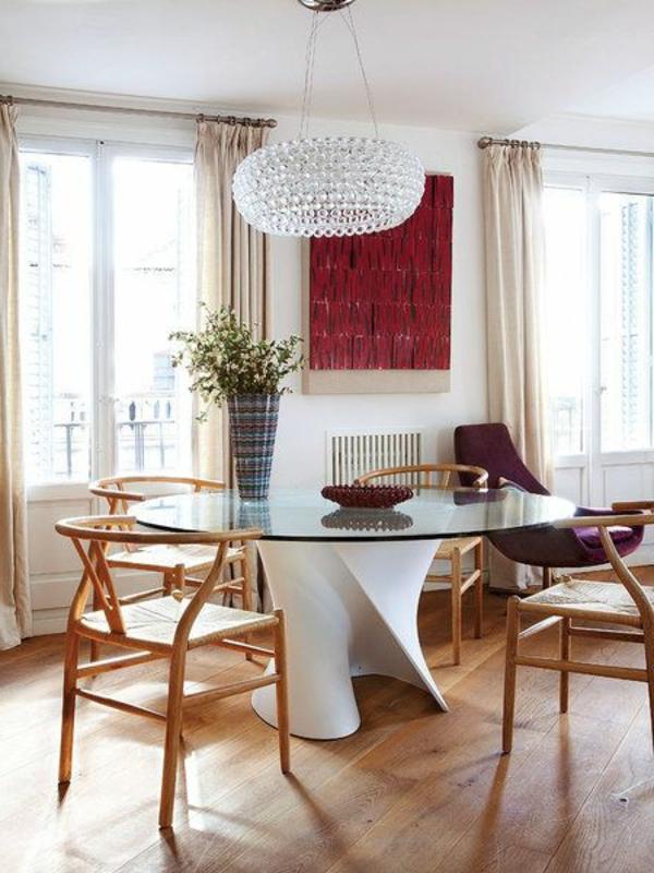 Le lustre en cristal pour une touche de glamour dans l for Lampe au dessus d une table