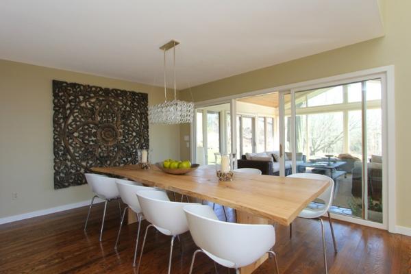 Le lustre en cristal pour une touche de glamour dans l 39 int rieur - Chaise blanche et bois design ...