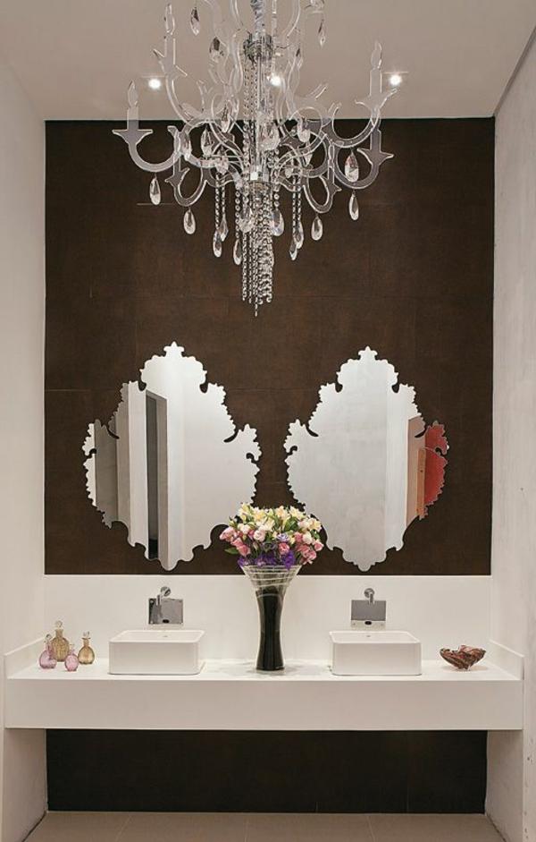 lustre-en-cristal-une-salle-de-bains-fantastique
