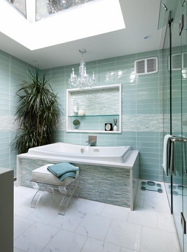 lustre-en-cristal-verrière-de-toit-dans-la-salle-de-bains