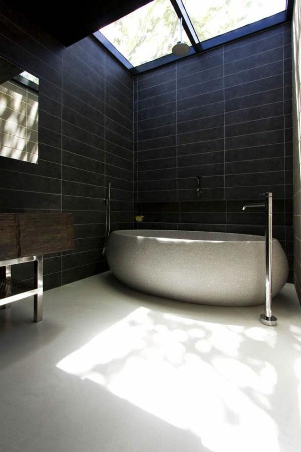 luxe-salle-de-bain-sous-combles-carrelage-noir