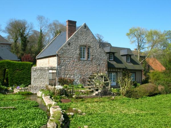 maison-avec-le-moulin-jardin-vert
