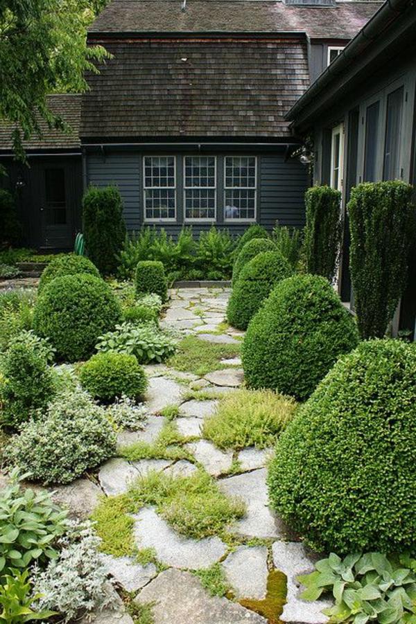 maison-court-alléе-gravier-jardin