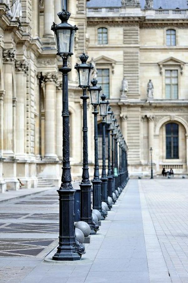 marcher-sur-la-rue-architecture-belle-ancienne-ornament-riche